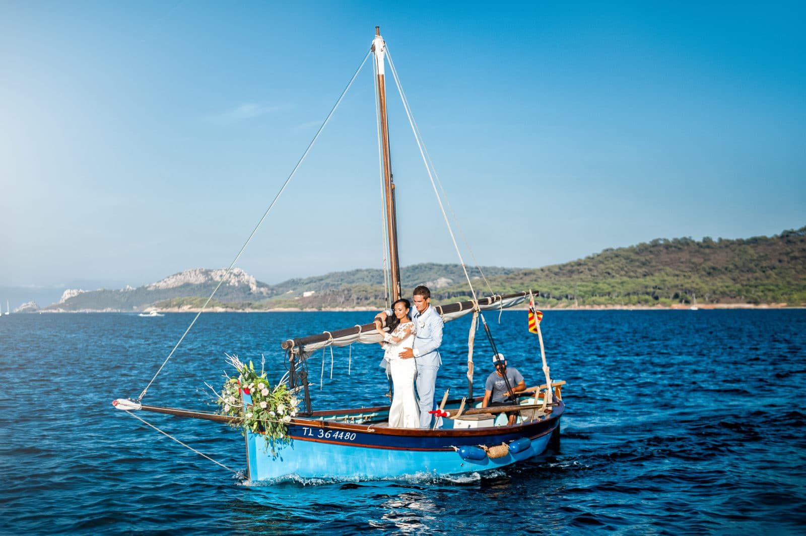 a-boat-ride-by-a-bride-and-groom-on-porquerolles-1